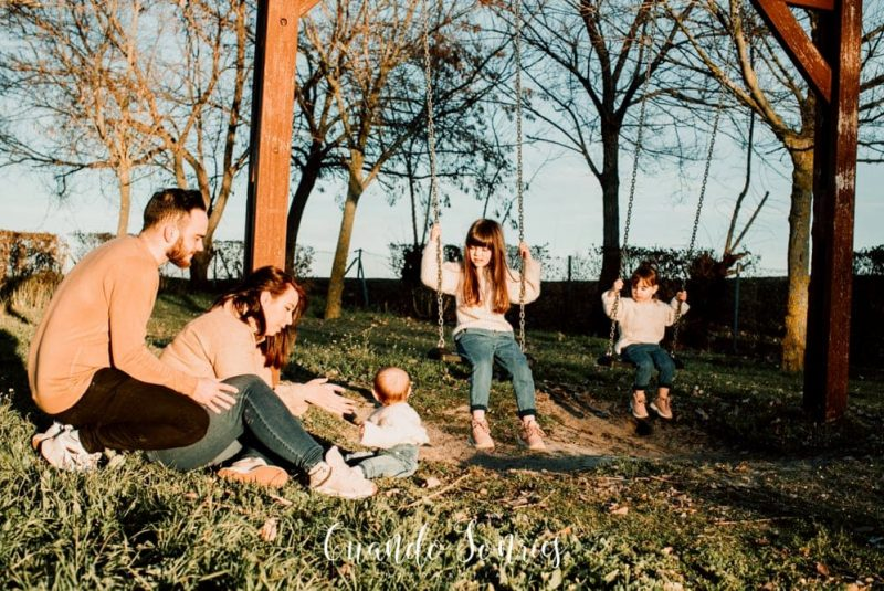 Sesion de fotos exterior familia cuando sonries fotografia